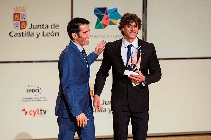 David Llorente recibiendo el Premio Pódium al Mejor Deportista Joven de Castilla y León