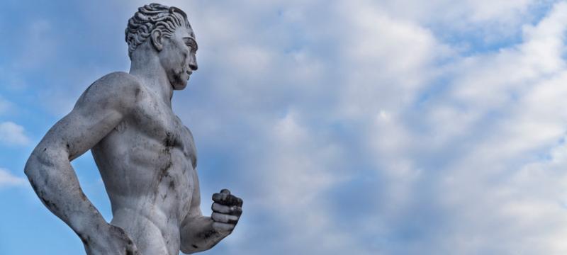 Estatua de un corredor en el Stadio dei Marmi, Roma, Italia