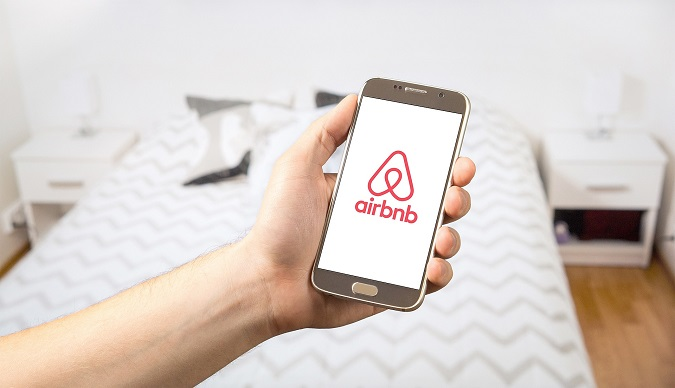 Universidad Isabel I, ui1, investigacion, airbnb, uber, economia colaborativa
