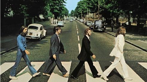 The Beatles cruzando Abbey Road