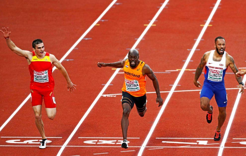 Bruno Hortelano, camino a su victoria en los 200 metros