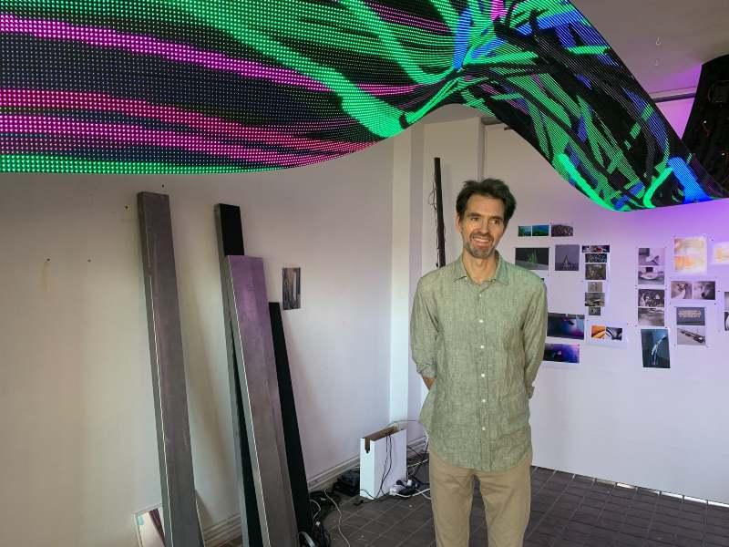 Daniel Canogar, con su obra Serch