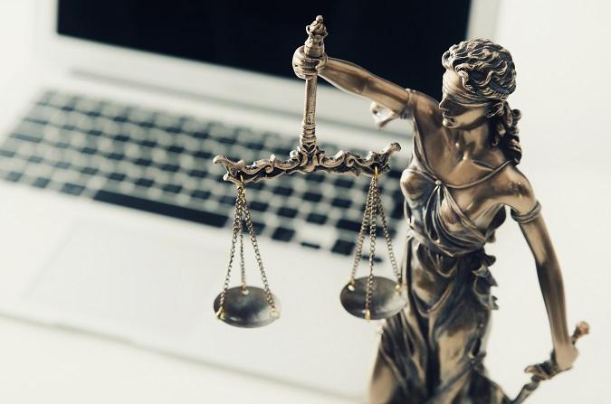 Debe primar el derecho al honor o el derecho a la libertad de expresión