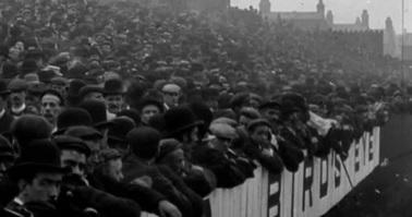 partido de fútbol.Obreros en Anfield (Liverpool), circa 1901. Fuente: La trova web