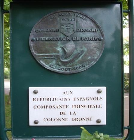 Placa en honor de los republicanos españoles