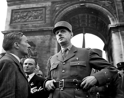 El general de Gaulle en París