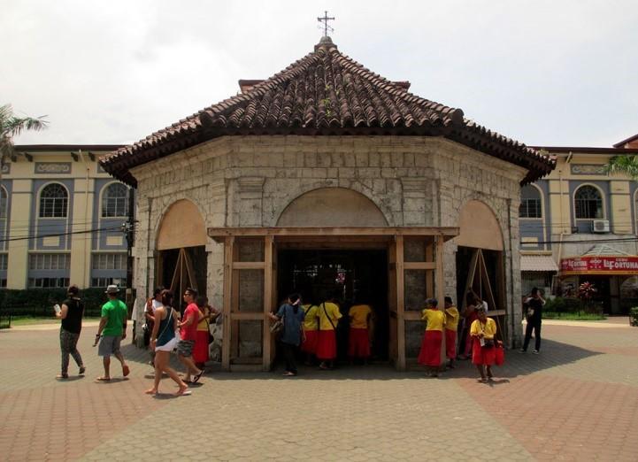 Figura 4. Iglesia de Cebú donde está la Cruz de Magallanes. Fuente: caminaresunarteolvidado.wordpress.
