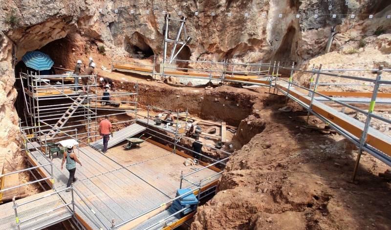 Proceso de excavación en el yacimiento de Cueva Fantasma.