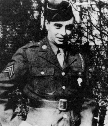 Ramón de la Sota MacMahon tras licenciarse en el ejército de EEUU durante la II Guerra Mundial. Fuente: Auñamendi