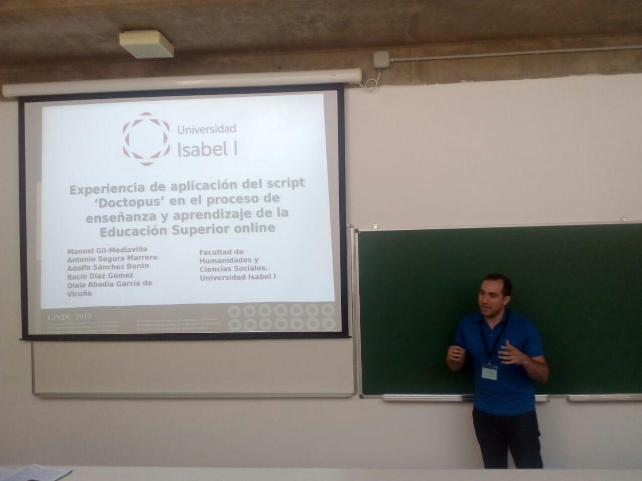 Manuel Gil Mediavilla realizando su presentación en el CINDU 2015