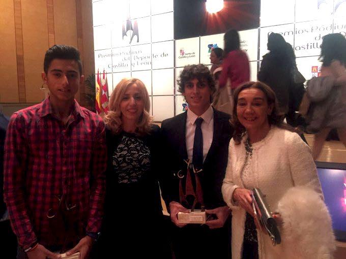 De derecha a izquierda, María Jesús Cuéllar, David Llorente, Olaia Abadía y el tenista burgalés Nico Álvarez, otro de los premiados ayer