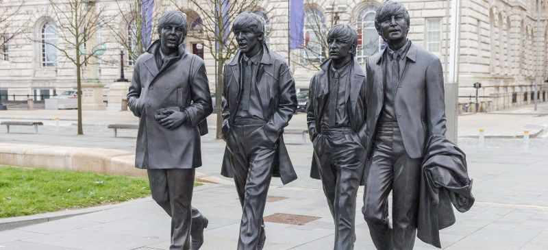 Monumento en bronce de los Beatles en Liverpool