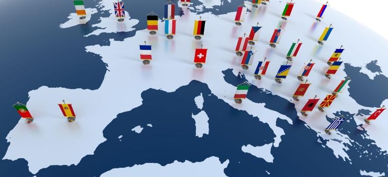 mapa de los países de Europa con su bandera sobre cada uno