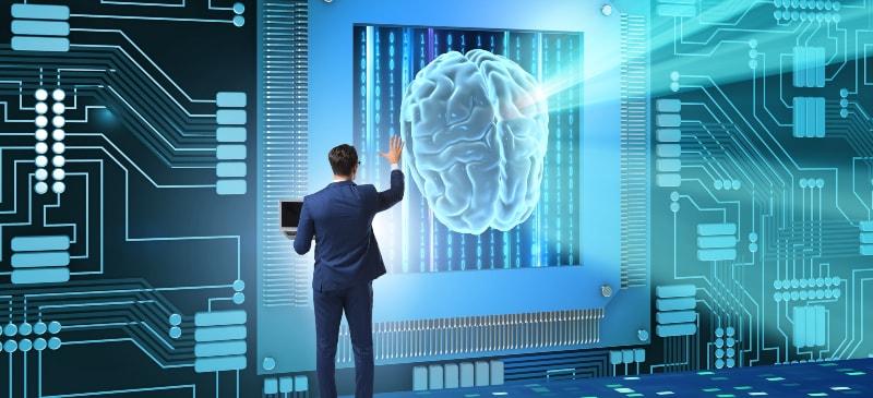 hombre de espaldas ante un cerebro gigante en infografía de la que sale luz