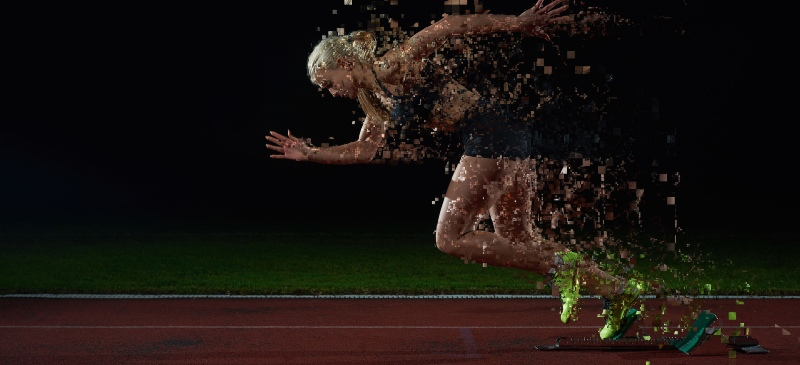 mujer que corre en una pista de atletismo pero que se desintegra por la división de su adn