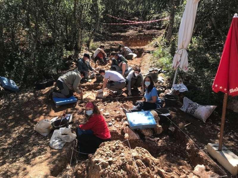 Mujeres arqueólogas. Yacimiento de la Sierra de Atapuerca. Universidad Isabel I