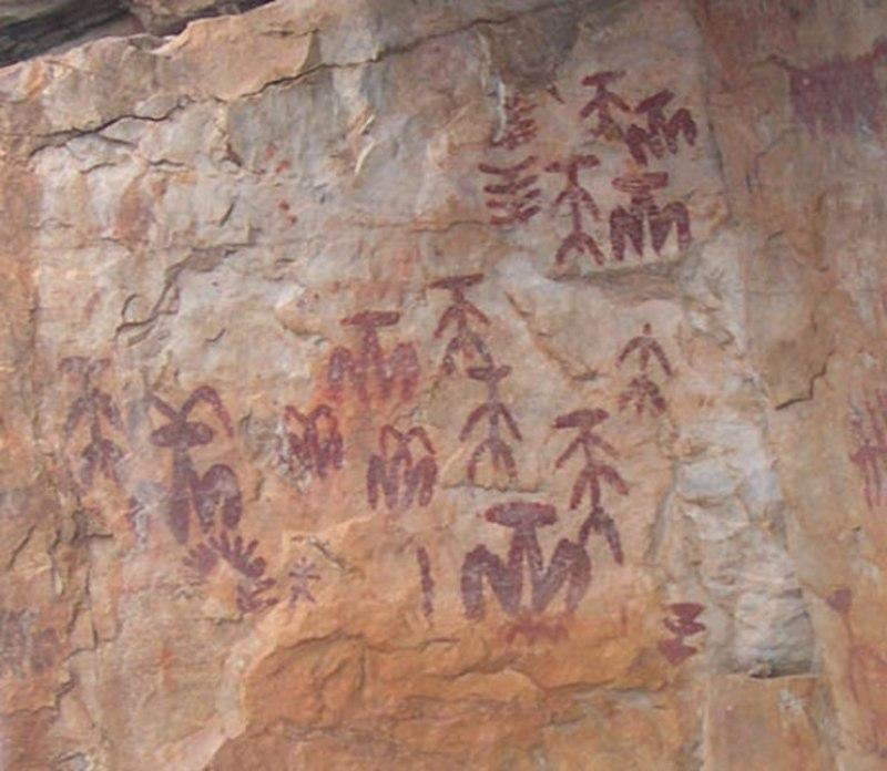 Peña Escrita. Fotografía de las imágenes que aparecen dibujadas en este yacimiento arqueológico.