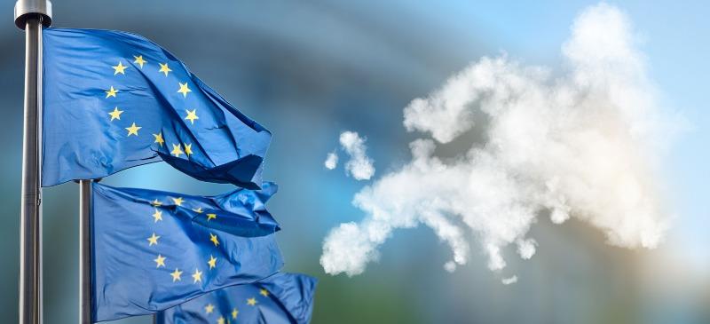proyectos europa, banderas y un mapa hecho con nubes