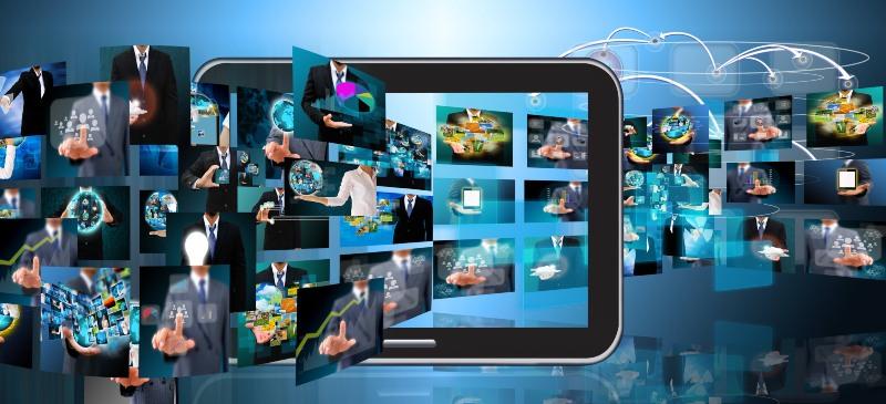 Multipantallas e imágenes que salen de una tablet simulando la televisión