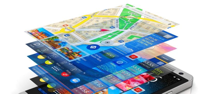 Imágenes de varias pantallas que salen de un teléfono móvil