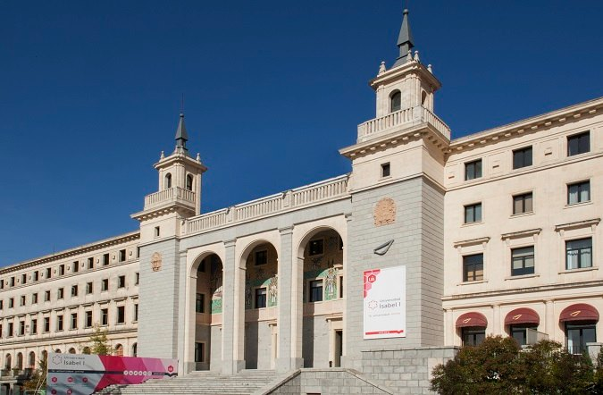 Fachada de la Universidad Isabel I