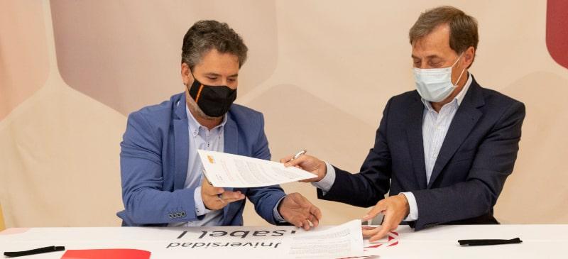 El rector de la Universidad Isabel I y el presidente de la Asociación de Empresarios de Villalonquejar firman el acuerdo