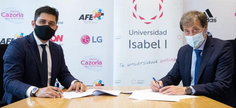 El rector y el presidente de AFE en la firma del convenio, ambos con mascarilla