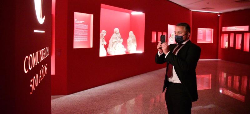 Alberto Romero Molero en la inauguración de la exposición del V Centenario