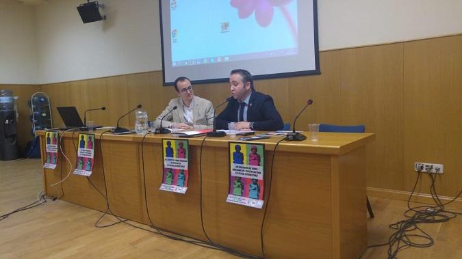 Alberto Romero (derecha), director del Grado en Historia y Geografía de la Universidad Isabel I, durante el XVII Encuentro de Jóvenes Investigadores de Historia Antigua en el que participó como uno de los moderadores de la mesa redonda