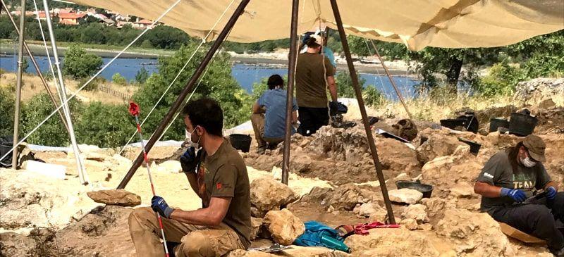 Laura Rodríguez participa en las excavaciones de Pinilla del Valle