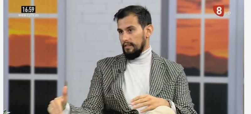 Víctor Rodríguez en el programa de La 8 Burgos, habla sobre la violencia de género y las redes sociales