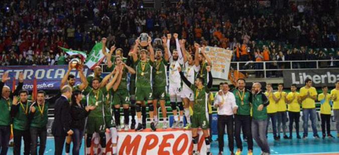 Miguel Ángel de Amo, alumno de la Universidad Isabel I, se proclama campeón de la Copa del Rey de Voleibol