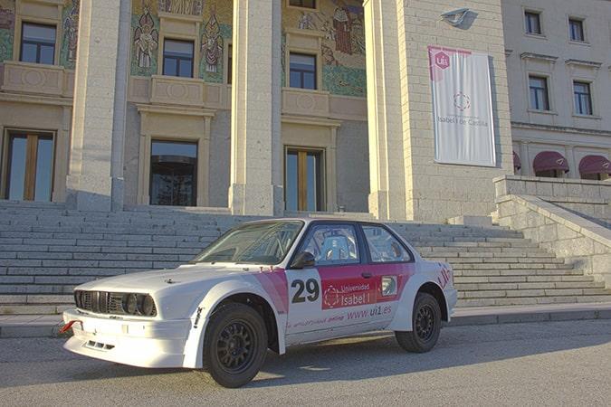 La Universidad Isabel I patrocina al piloto Pablo Vélez en el Campeonato de Rally de Castilla y León