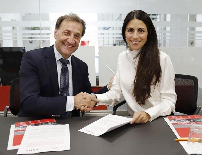 Alberto Gómez Barahona y Verónica Pascual Boé durante la firma del acuerdo