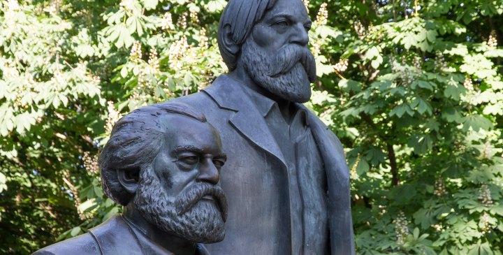 Estatua de Marx y Engels en un parque de Berlín