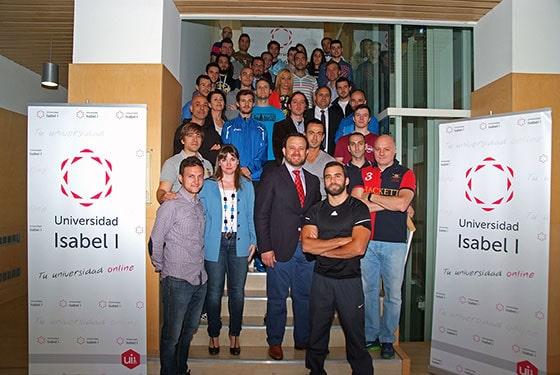 Alumnos y docentes de CAFD junto con expertos de EMS XBody