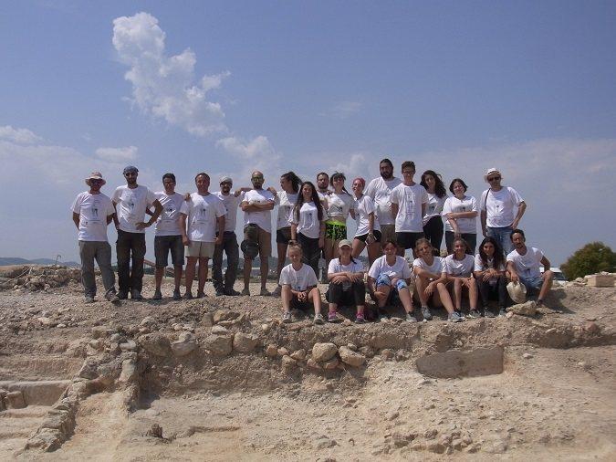 Alberto Romero Molero (cuarto por la izquierda) junto al resto de participantes en las excavaciones arqueológicas de la villa romana de Los Cantos