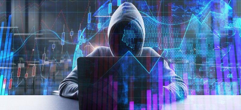 Hacker que lanza un software malicioso a una empresa