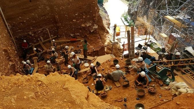 La Universidad Isabel I organiza una visita a los Yacimientos de Atapuerca y el Centro de Arqueología Experimental