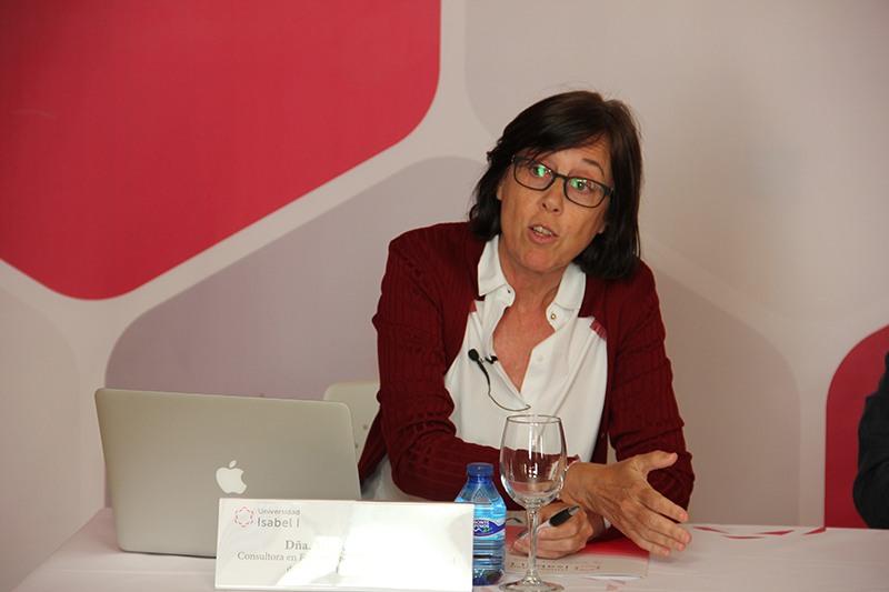 Interesante debate sobre la igualdad de oportunidades laborales entre hombres y mujeres en la Universidad Isabel I