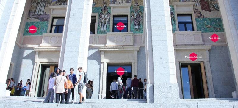Fachada de la Universidad Isabel I con elementos digitales en la foto
