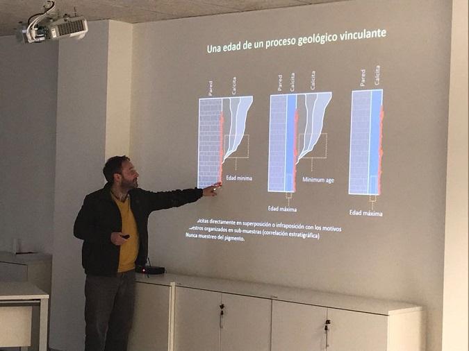 Marcos García Diez impartiendo el seminario en el IPHES
