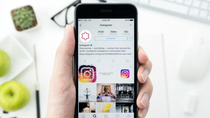 Mockup de Instagram y la Universidad Isabel I