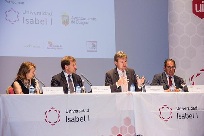 La presidenta de la Asociación de Profesores de Español, el rector de la Universidad Isabel I, el alcalde de Burgos y el delegado de la Junta de CyL durante el acto inaugural.