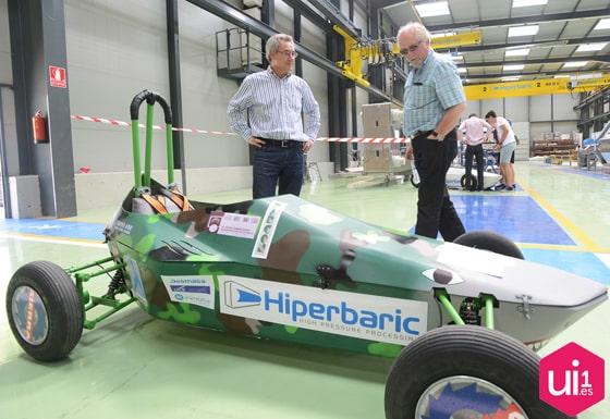 Propotipo de coche en la presentación del desafío Hiperbaric Challenge
