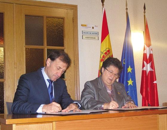 Alberto Gómez Barahona, rector de la Universidad Isabel I, y Rosario María Cardo, administradora general de la Institución.