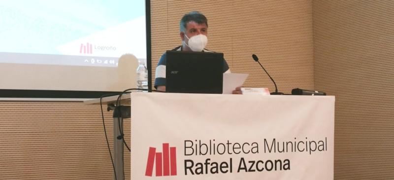 Sergio Cañas durante la conferencia sobre la Fiesta de San Bernabé