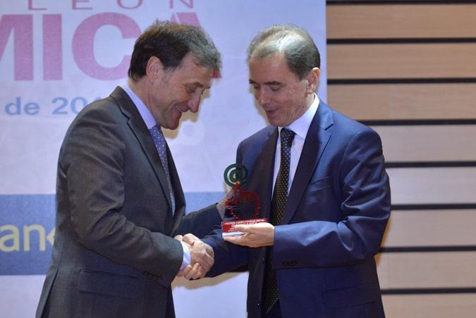 El rector de la Universidad Isabel I, Alberto Gómez Barahona, recoge el Premio Índicex de Competitividad Digital