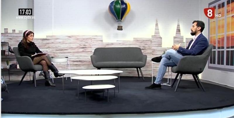 Víctor Rodríguez en el programa de La 8 Burgos, habla sobre el experimento Standford y los roles sociales