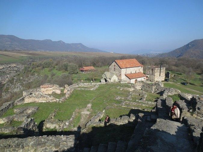 Vista general del yacimiento prehistórico de Dmanisi